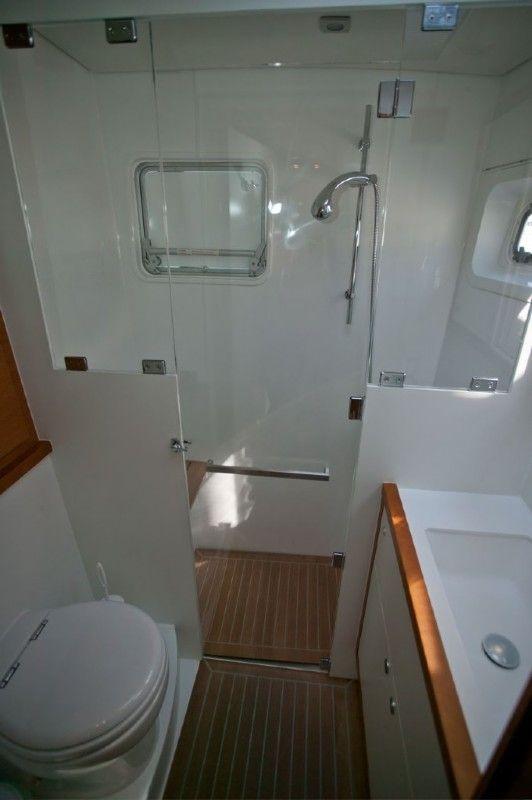 Lagoon 560 charter price