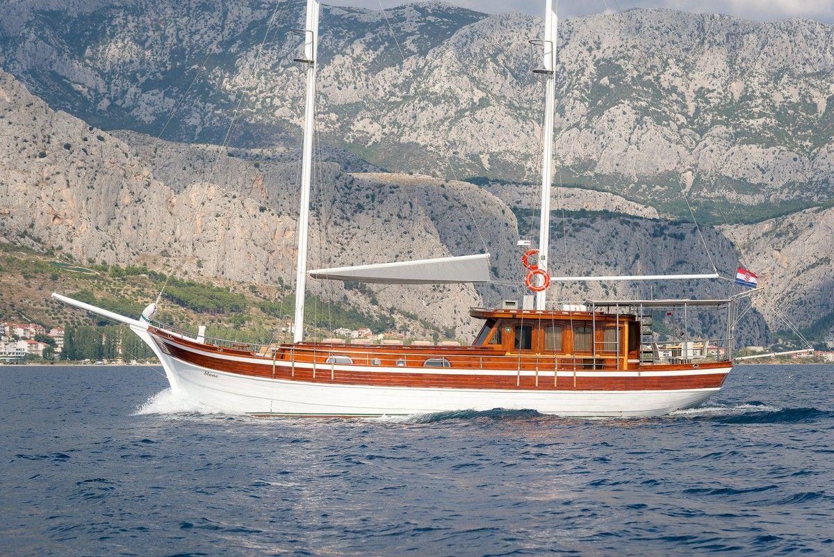 Gulet Slano sail